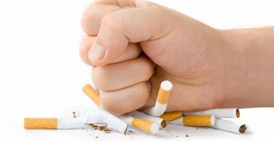 Largar cigarro de repente é mais fácil do que redução gradual, diz estudo